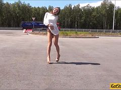Hitchhiker Foxy Di got her anal fucked in public location