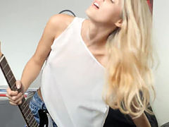 Unbelievable blondie and her guitar